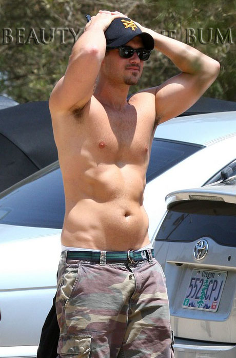 Nick-zano-shirtless-bicep-tattoo-10