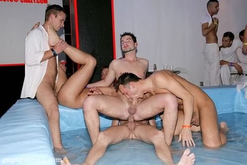 Guys_go_crazy-ggc_orgy_club_5_14979_14